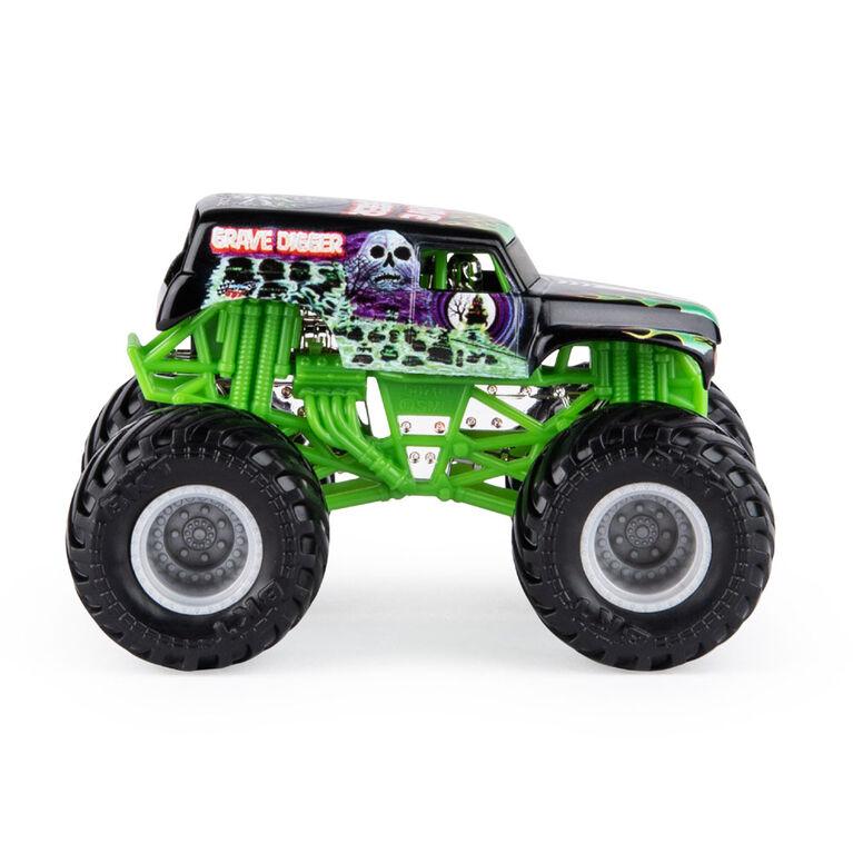 Monster Jam, Official Grave Digger Monster Truck, Legacy Trucks Series, 1:64 Scale