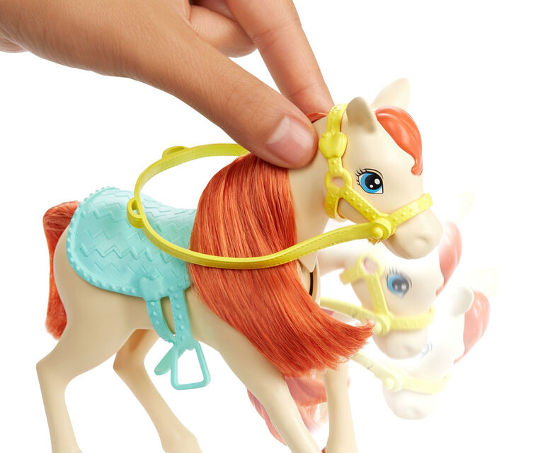 Coffret de jeu BARBIE avec poupées Barbie et Chelsea, 2 chevaux et plus de 15 accessoires
