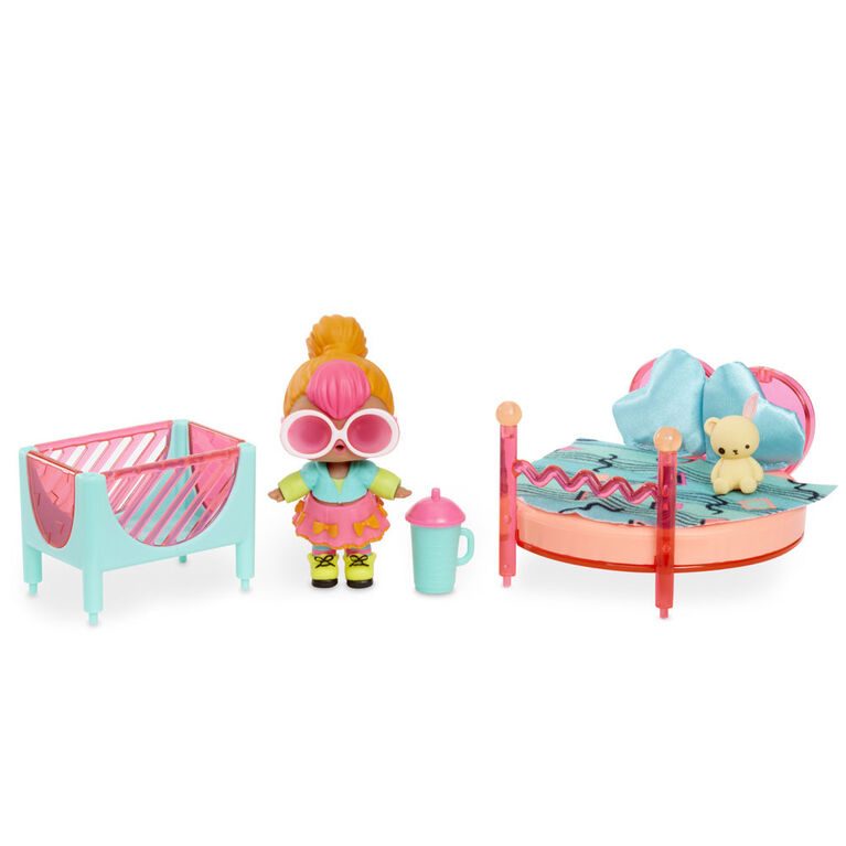 L.O.L. Surprise! Furniture - Bedroom with Neon Q.T. Doll and 10+ Surprises