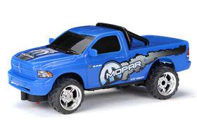 Camion à commande radio et à recharge USB New Bright - Mopar Ram.