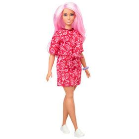 Barbie - Fashionistas #151 - Poupée Barbie avec Longs Cheveux Roses et Ensemble Rouge à Motif Cachemire