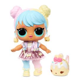 L.O.L. Surprise! Big B.B. (Big Baby) Bon Bon - Grande poupée de 11 po, articles mode à déballer, chaussures, accessoires, inclut un bureau, un fauteuil et une toile de fond