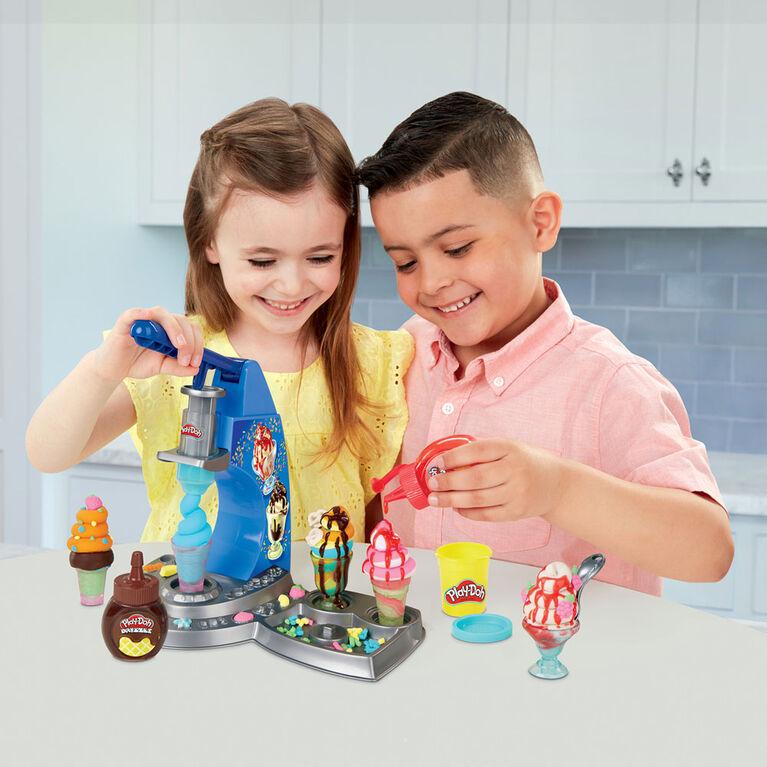 Play-Doh Kitchen Creations Drizzy - Desserts givrés, incluant de la pâte Drizzle et 6couleurs de pâte Play-Doh atoxique