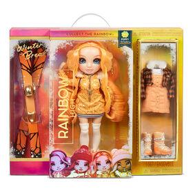 Poupée Rainbow High Winter Break Poppy Rowan - Poupée-mannequin Winter Break orange et jouet avec 2 tenues complètes de poupée, paire de skis et accessoires d'hiver pour la poupée