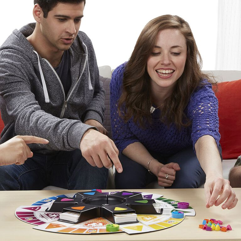 Hasbro Gaming - Trivial Pursuit: 2000s Edition Game - French Edition