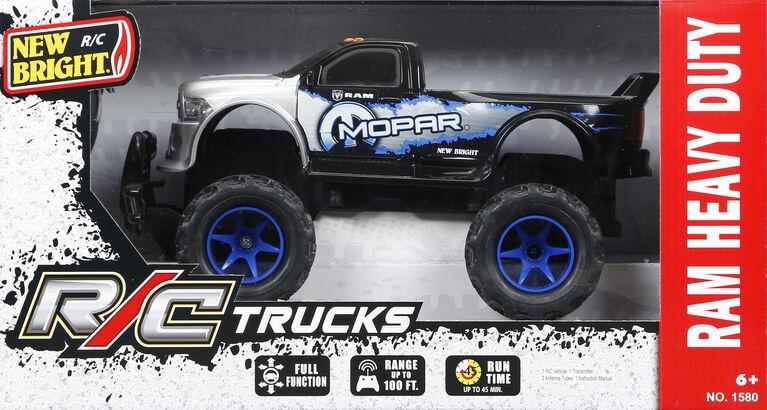 New Bright - Camions à l'échelle 1/15 - Ram Heavy Duty (bleu).