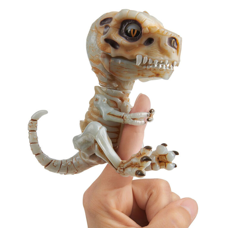 Fingerlings Untamed - Bonehead Skeleton T-Rex - Doom (Ash)