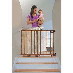 Summer Infant Stylish & Secure Deluxe Wood Top of Stair Gate