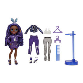 Rainbow High Krystal Bailey – Poupée-mannequin indigo (bleu violacé) avec 2 tenues complètes à agencer et associer